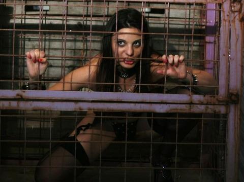 監禁調教という事件性高そうな海外の本気のSMエロ画像30枚・10枚目の画像