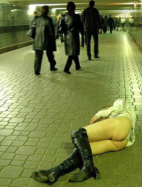 【※レイプ寸前】酒弱い女が無理して飲んだ結果wwwwwwwwwwww(画像あり)・13枚目の画像