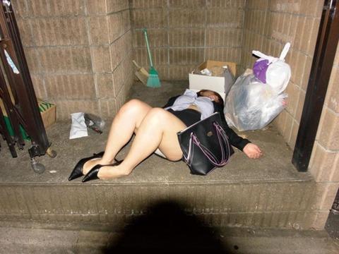 【※レイプ寸前】酒弱い女が無理して飲んだ結果wwwwwwwwwwww(画像あり)・31枚目の画像