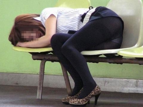 【※レイプ寸前】酒弱い女が無理して飲んだ結果wwwwwwwwwwww(画像あり)・3枚目の画像