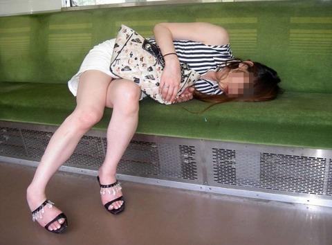 【※レイプ寸前】酒弱い女が無理して飲んだ結果wwwwwwwwwwww(画像あり)・19枚目の画像