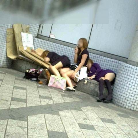 【※レイプ寸前】酒弱い女が無理して飲んだ結果wwwwwwwwwwww(画像あり)・6枚目の画像