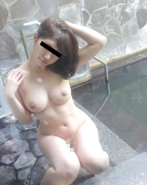 露天風呂での露出をきっかけに露出狂に目覚める女が多いらしいわwwwwwww(画像あり)・5枚目の画像
