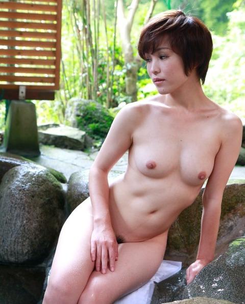 露天風呂での露出をきっかけに露出狂に目覚める女が多いらしいわwwwwwww(画像あり)・11枚目の画像