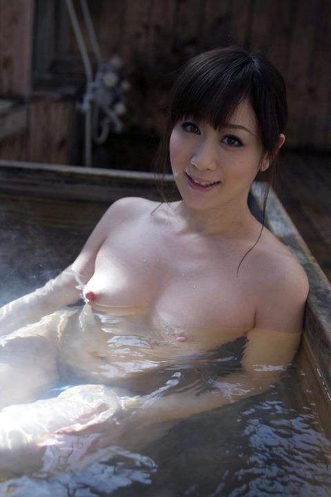 露天風呂での露出をきっかけに露出狂に目覚める女が多いらしいわwwwwwww(画像あり)・13枚目の画像