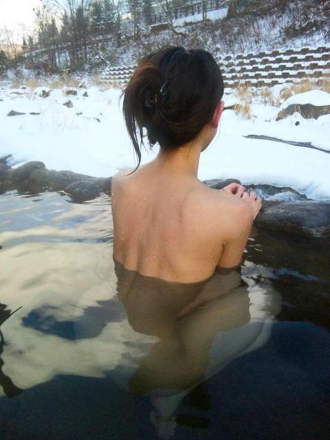露天風呂での露出をきっかけに露出狂に目覚める女が多いらしいわwwwwwww(画像あり)・30枚目の画像