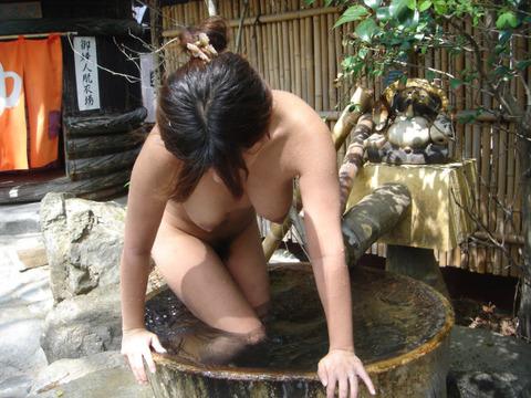 露天風呂での露出をきっかけに露出狂に目覚める女が多いらしいわwwwwwww(画像あり)・12枚目の画像